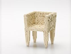 """Expoziția """"100 de miniaturi"""": la capătul periplului în istoria scaunului"""