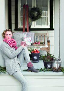Crăciun alb-roșu în interpretare romantică