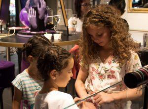 (P) Zâmbete și culoare la lansarea primei colecții de bijuterii pentru copii AMAZING Jewelry