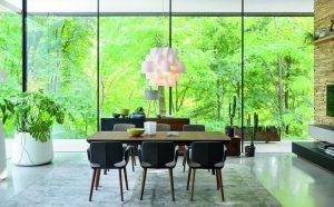 Dining tip verandă, cu perspective luminoase
