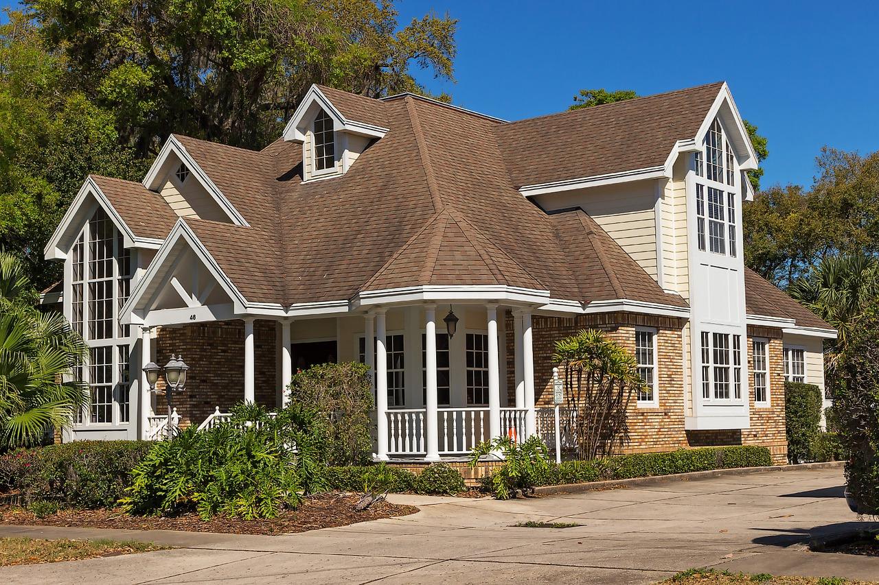case cu structura de lemn
