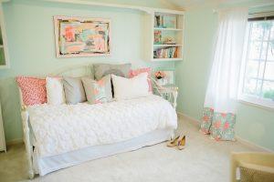 Idei de design pentru dormitor. Primăvara în culori pastelate