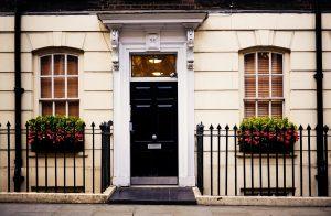 Cum alegi o ușă de exterior de calitate și sigură pentru intrarea în locuința ta