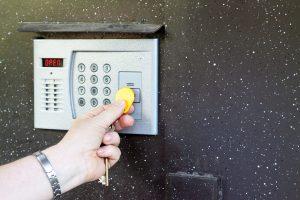 4 factori care influenţează costul instalării unui interfon la bloc
