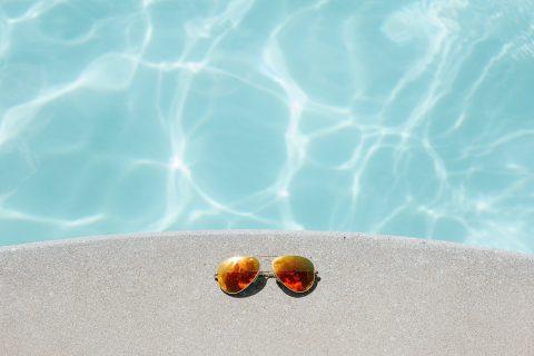 Cum să păstrezi apa din piscină curată